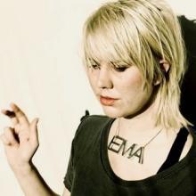 Puis, en 2006, <b>Erika Anderson</b> forme son propre groupe folk-rock psyédélique, <b>...</b> - -134332